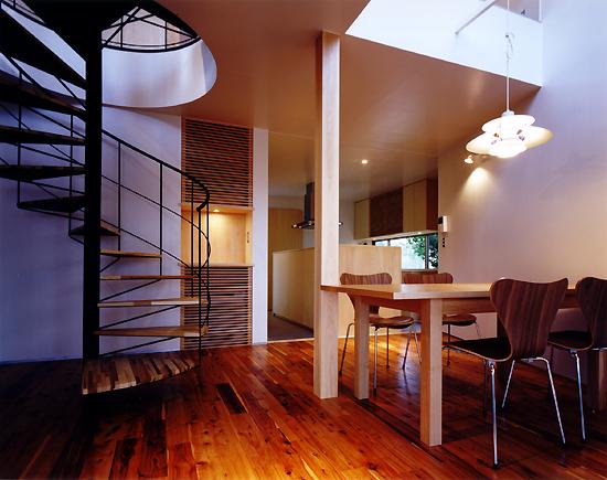 片瀬山の家 ダイニング・キッチン・螺旋階段