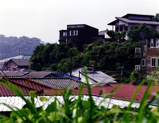 片瀬山の家 北東側外観(遠景)
