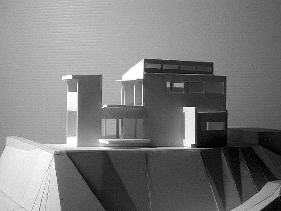 片瀬山の家 東側外観(模型)