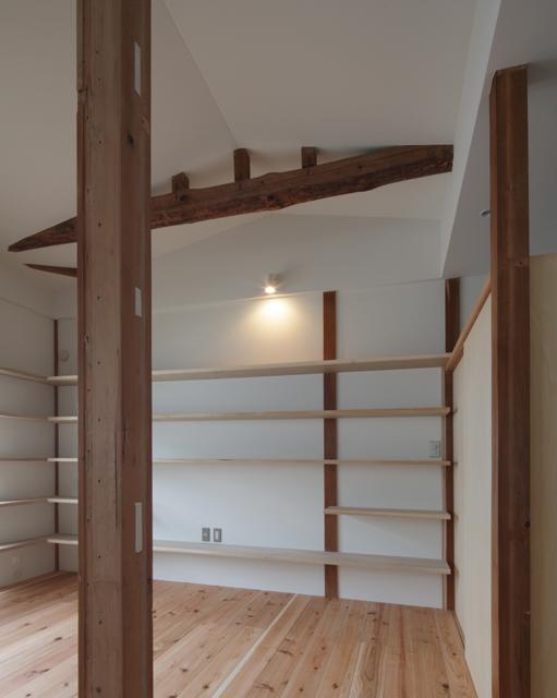 矢来の家 2階板間。