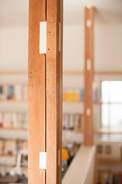 矢来の家 柱と貫穴
