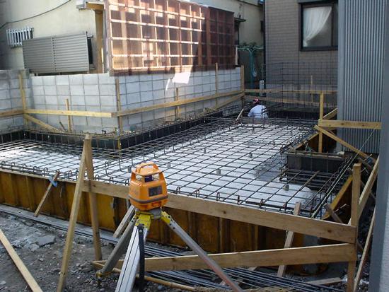 8坪ハウス 基礎配筋工事中(北西側より見る)