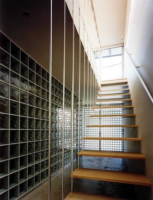 L-B house 階段を見上げる