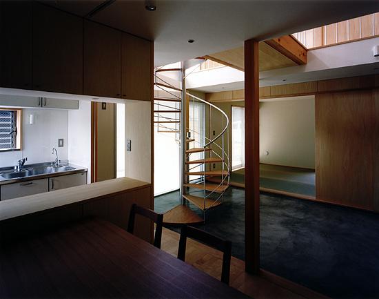 普通の家2 食堂より見る。