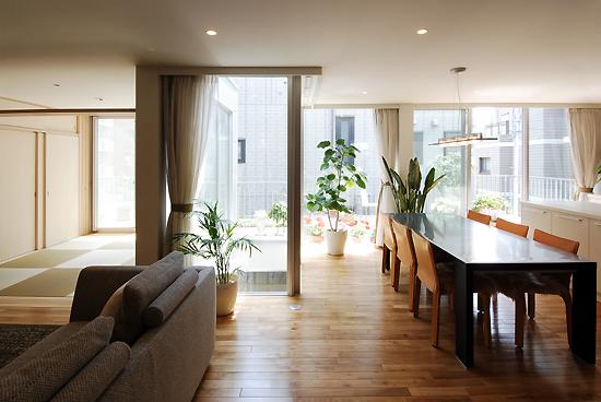 ヒナダンノイエ 2階居間(両親世帯)