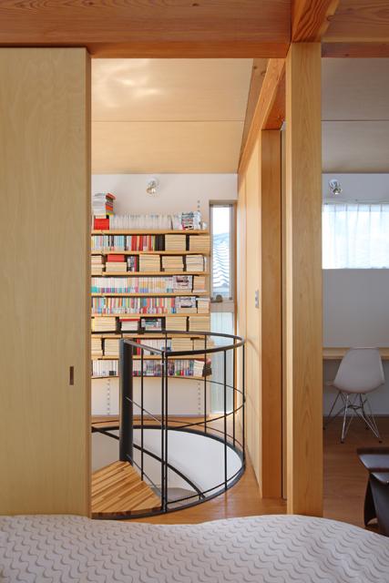 片瀬山の家2 寝室より2階ホールを見る。