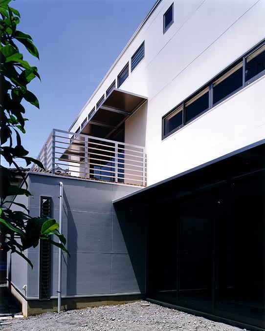 屏風浦のアトリエのある家 入り口付近の外観