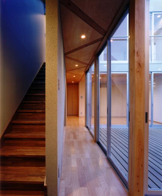 CH4 1階廊下・階段