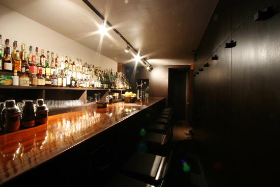 Bar Holic カウンター