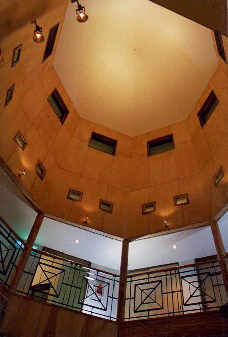 屈斜路原野ユースゲストハウス 塔の空間(談話室)