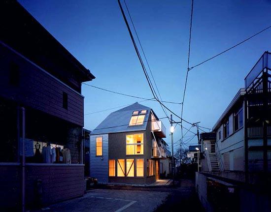 王子の家 街角に建つ小住宅