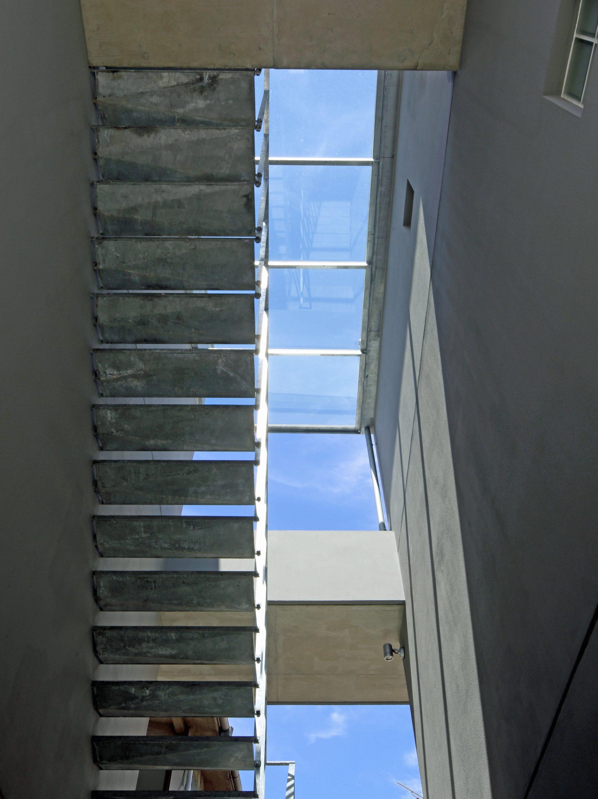 中央階段見上げ