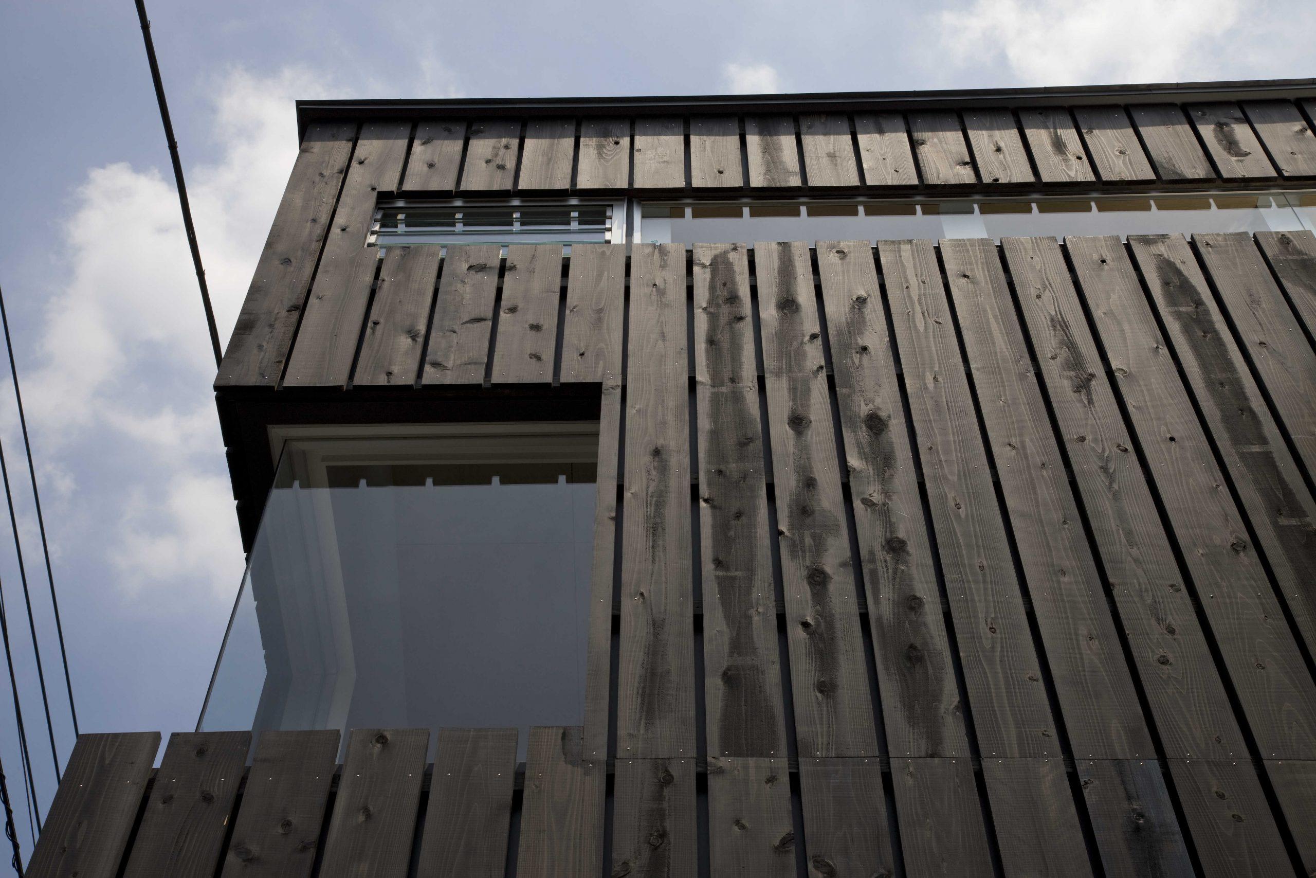 通り土間の家・コーナー窓