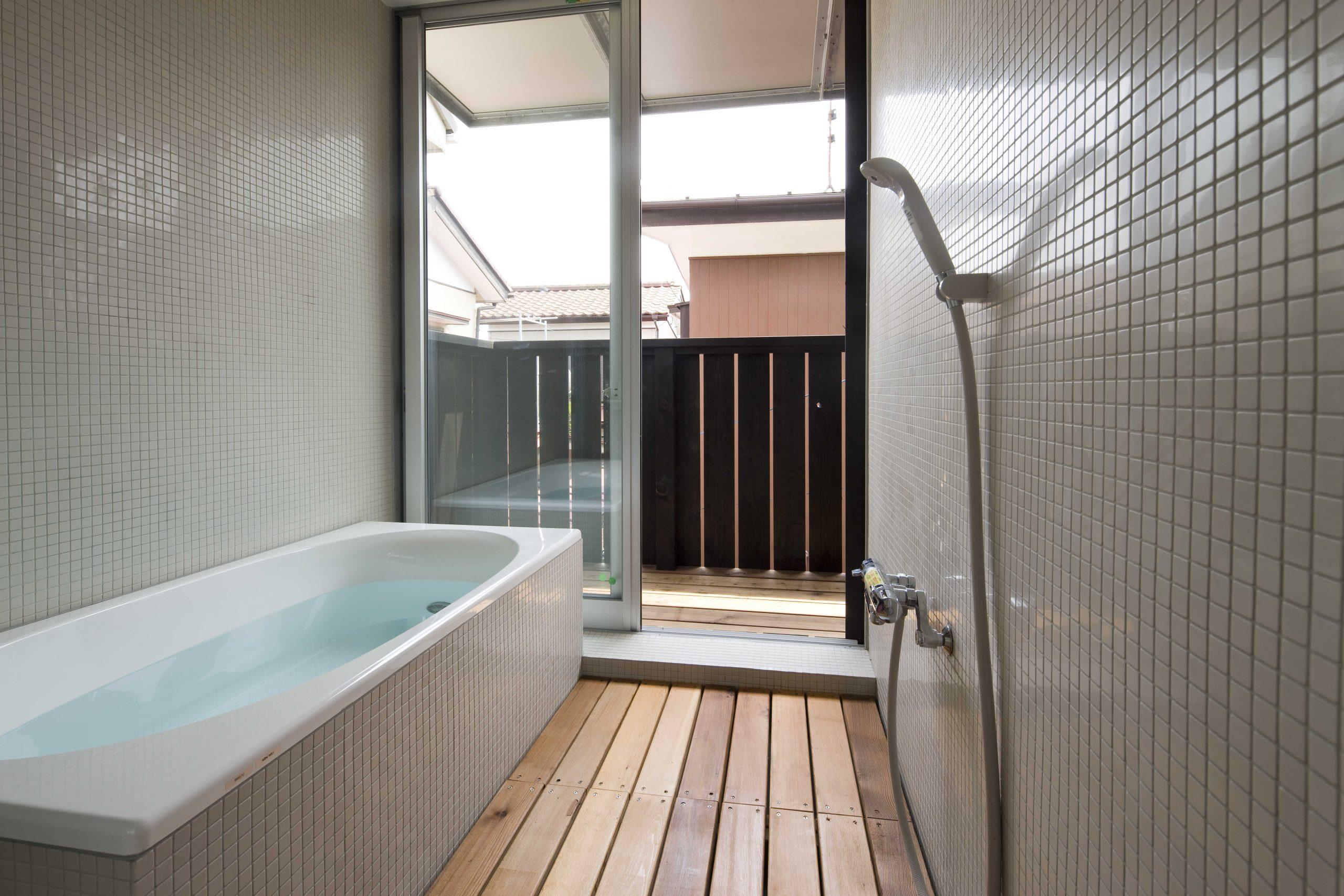 通り土間の家・浴室