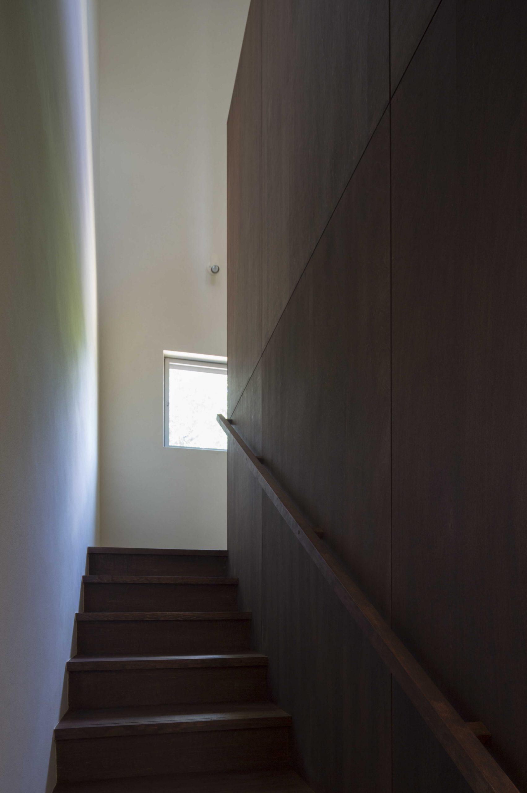 下関の家階段