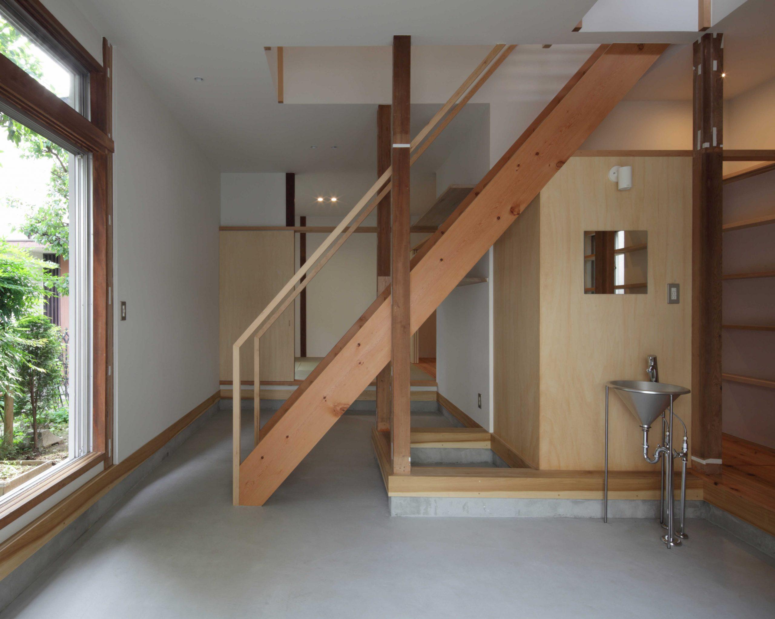 矢来の家・土間階段01