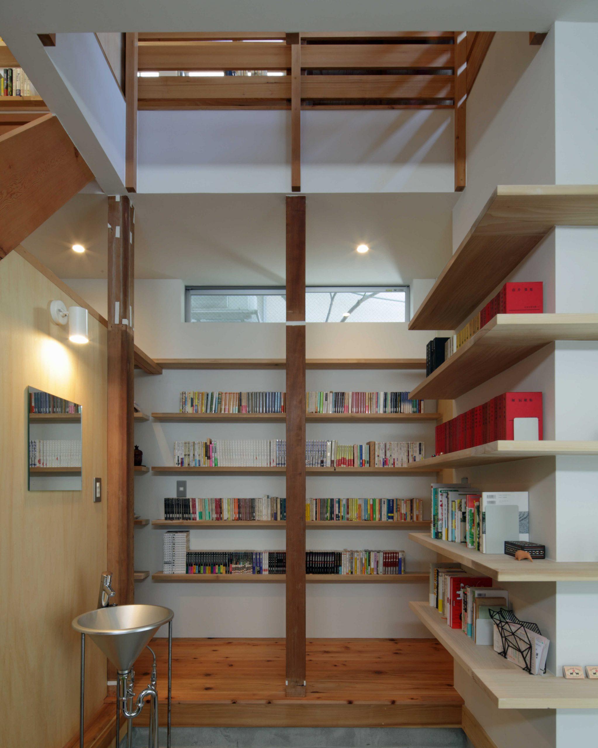 矢来の家・1階本