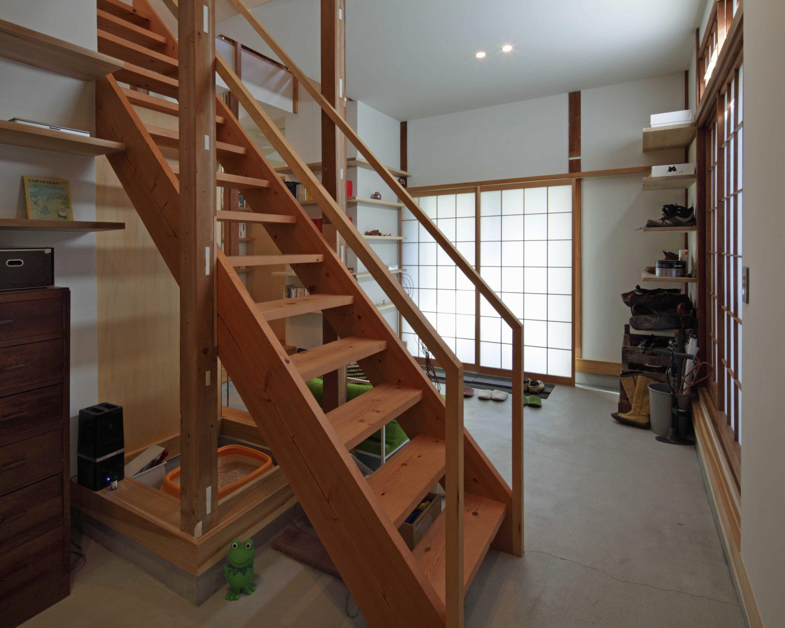 矢来の家・土間階段03