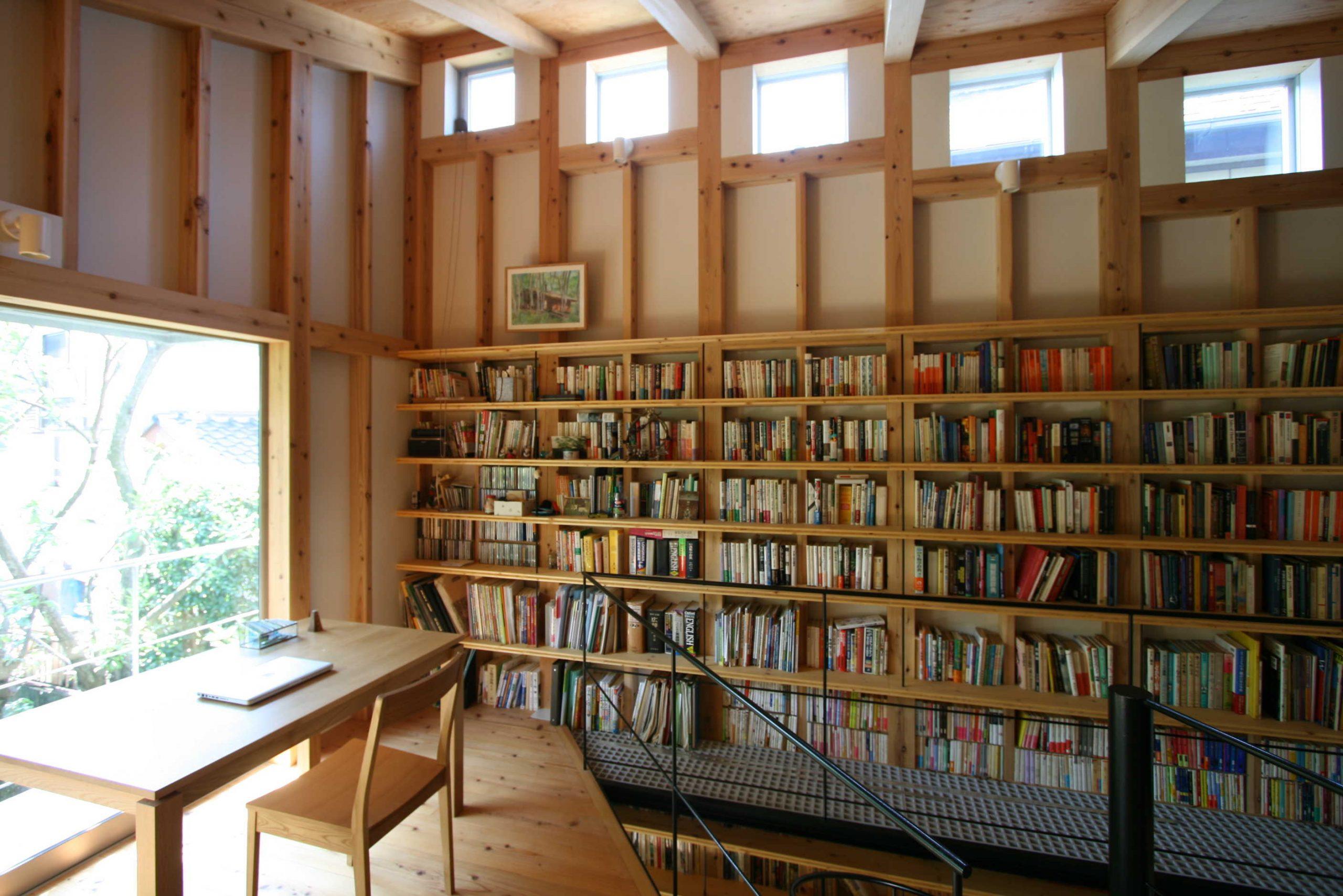日野の家2階本棚